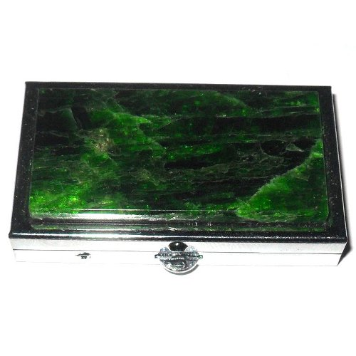 Chrome diopside pill box